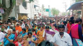 heavy-crowd-for-athivaradhar-dharshan