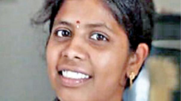 aranthangi-student-comes-first-in-aayush-exam