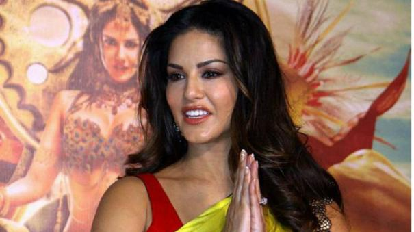 sunny-leone-asks-sorry-to-a-fan