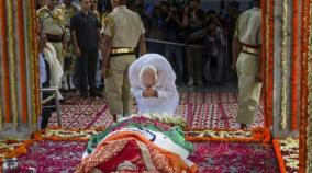 sushma-swaraj-s-body-has-been-consigned-to-flames-at-the-lodhi-road-crematorium