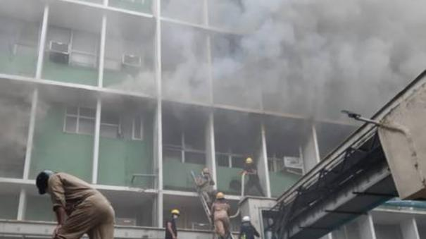 fire-breaks-out-at-aiims-hospital-in-delhi