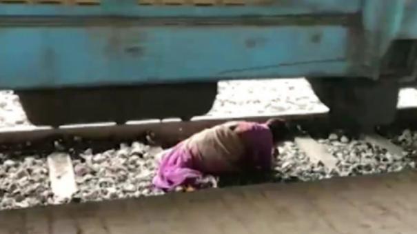 woman-tries-to-cross-railway-track-in-karnataka