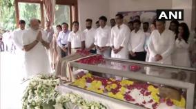 pm-modi-pays-tribute-to-jethmalani-at-his-residence