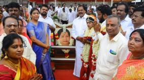 marriage-in-jayalalitha-s-memorial-place