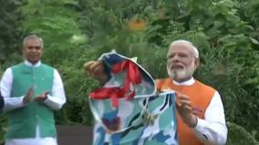 prime-minister-narendra-modi-at-the-butterfly-garden-in-kevadiya