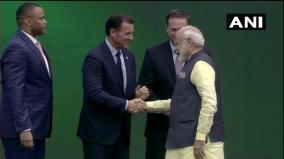 modi-presented-keys-to-houston-city-on-his-arrival-at-howdy-modi-event