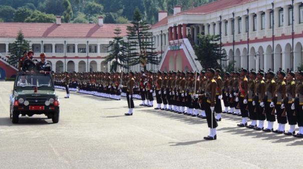 soldiers-taking-oath