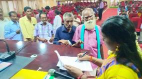 old-man-gives-petition-to-marry-p-v-sindhu