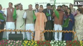 yogi-flags-off-lucknow-delhi-tejas-express