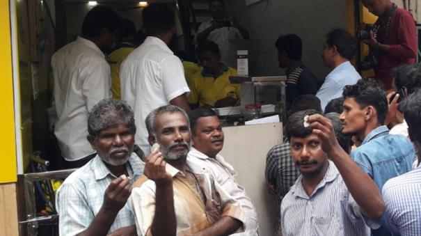world-food-day-dindigul-shop-distributes-half-plate-biriyani-in-exchange-of-5-paise-coin