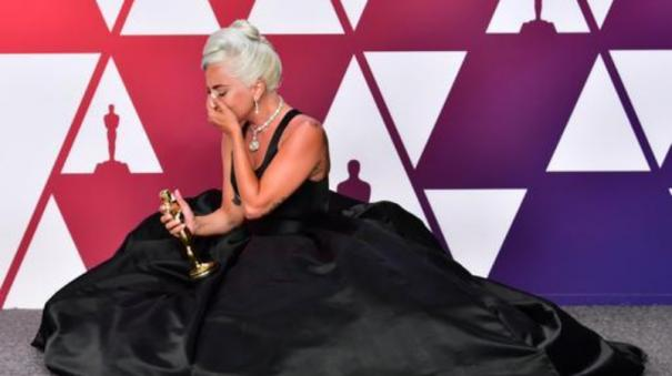 lady-gaga-falls-off-the-stage-at-her-enigma-las-vegas-show
