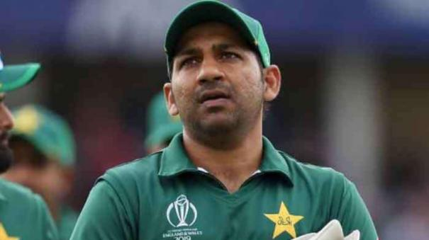 has-ms-dhoni-retired-sarfaraz-ahmed-s-wife-backs-pakistan-cricketer-to-make-strong-comeback-after-captaincy-loss