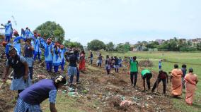 govt-school-girl-cleaning-pond