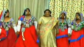 tamilisai-dances-with-telangana-tribal-women