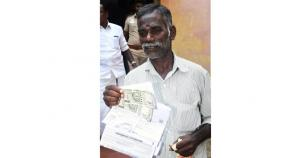 where-is-the-1000-rupees-farmer-s-question-the-officer-who-returned-the-money-to-the-collector