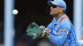 dhoni-to-do-commentary-in-india-s-first-day-night-test-match