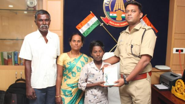 a-school-boy-who-saved-a-friend-who-was-hanged-district-sp-appreciate-it-in-person