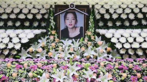 k-pop-star-goo-hara-28-found-dead-at-home-in-seoul