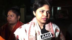 trupti-desai-in-kochi-to-visit-sabarimala-to-offer-prayers-at-lord-ayyappa-shrine