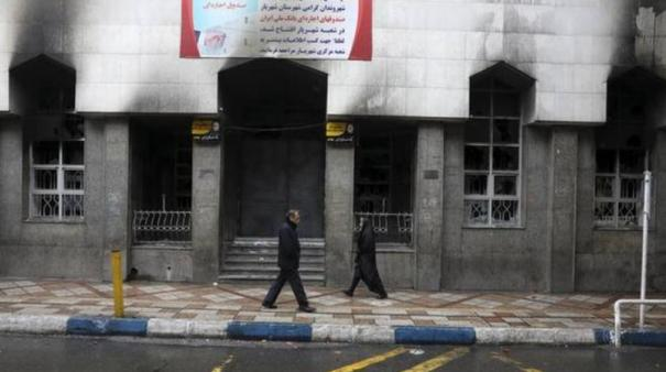 over-700-banks-burned-in-iran-unrest-says-interior-minister