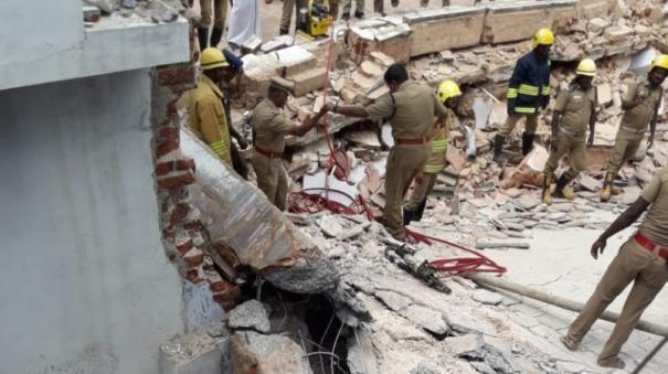 pillar-of-a-private-marriage-hall-in-sivakasi-collapses-houses-nearby-gets-damaged-5-women-injured