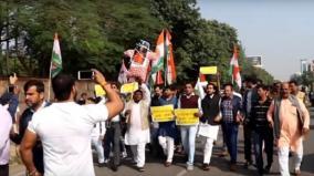 youth-congress-protest-against-pragya-thakur-on-godse-remarks