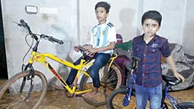a-10-year-old-boy-complains-at-the-police-station-demanding-the-recovery-of-bicycles
