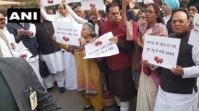 chidambaram-protest-in-parliament-premises-over-onion-prices