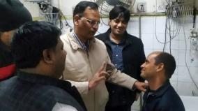 minister-showers-praise-on-delhi-fireman