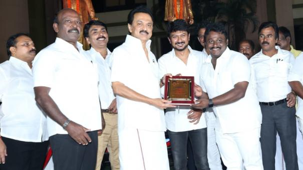 dmk-youth-wing-team-target-to-reach-30-lakh-members-south-chennai-team-won-the-prize-along-with-1-20-lakh-people