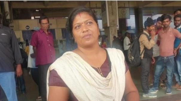 4-sovereign-chain-snatch-from-woman-ticket-collector-on-running-train