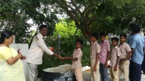 erode-teacher-gives-sweets-to-students-for-plastic-wastes