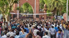 complaint-against-1-000-amu-students-for-violence-damaging-public-property