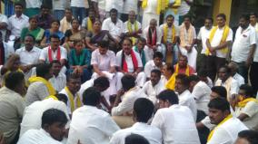 localbody-election-jothimani-sendhil-balaji-stage-dharna-infront-of-counting-booth