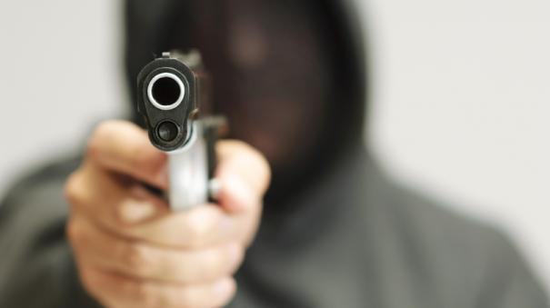 theft-in-madurai-in-gun-point
