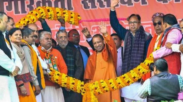 u-p-cm-adityanath-faces-black-balloons-in-bihar-s-gaya