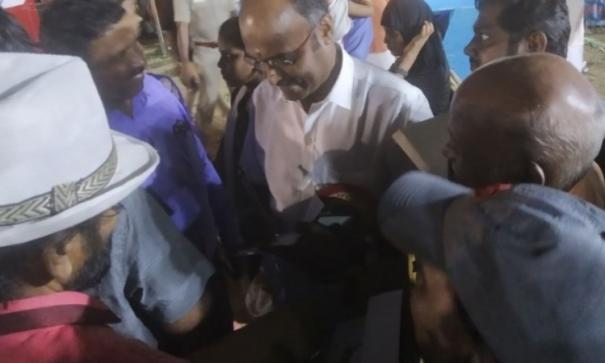 again-babasi-controversy-at-book-fair-organizers-forced-to-stop-talking-to-pazha-karuppai-s-son