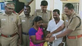 Woman in Pudukottai hand overed gold jewels in police station