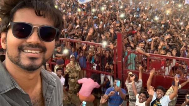 vijays-selfie-with-fans-in-neyveli-is-breaking-the-internet
