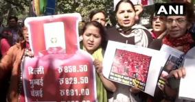 all-india-mahila-congress-leaders-protest-in-new-delhi