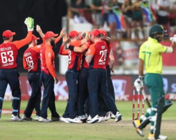 quinton-de-kock-s-record-quick-half-century-in-vain-as-moeen-ali-and-tom-curran-steal-the-show-england-wins