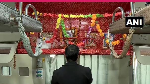 in-kashi-mahakal-express-seat-turned-into-mini-temple-of-lord-shiva