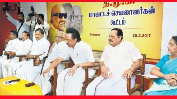 district-secretaries-meeting-led-by-stalin