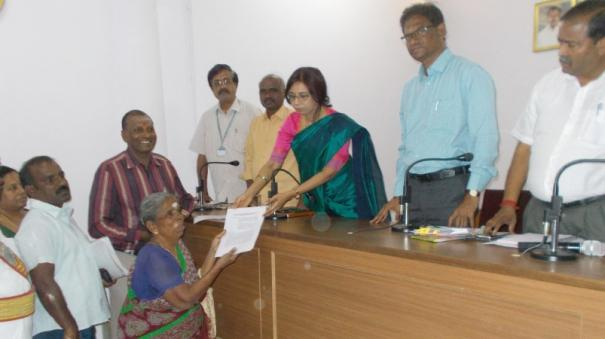 pudukottai-collector-gives-back-assets-to-abandoned-mother