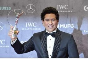 sachin-tendulkar-carried-on-shoulders-world-cup-2011-moment-wins-laureus-award