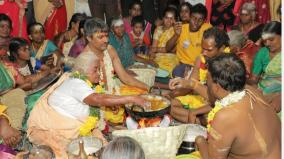 srivilliputhur-sivarthiri-appam-made-in-hot-oil-with-bare-hands