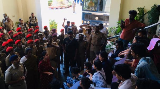 police-arrested-puduchery-university-students-who-are-protested