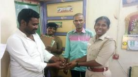 driver-hands-over-gold-chain-in-police-station