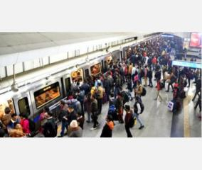 delhi-metro-station-witnesses-goli-maro-slogan-6-held