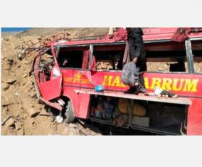 25-killed-as-bus-plunges-into-ravine-in-pakistan